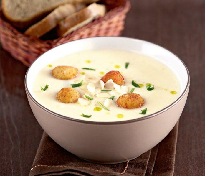Нежный суп-пюре из цветной капусты с хрустящими сырными шариками