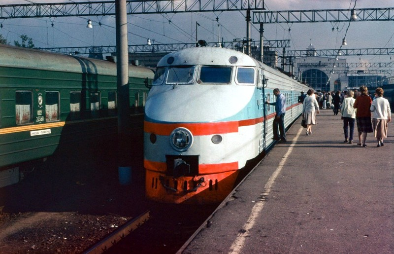ЭР200 - советский скоростной электропоезд постоянного тока на Ленинградском вокзале в Москве, 1988 год СССР, быт, воспоминания, ностальгия, фото