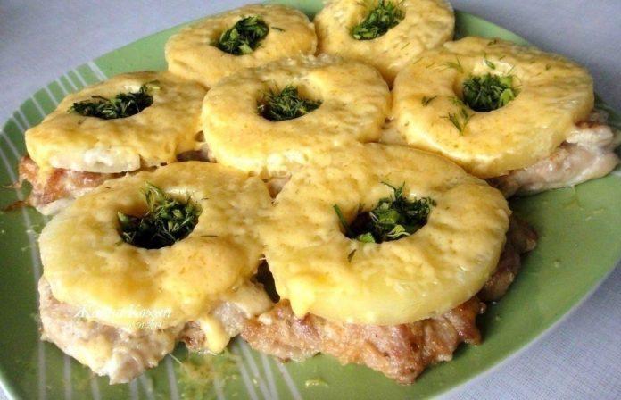 Куриные отбивные с ананасом. Мясо получается особенно вкусным!