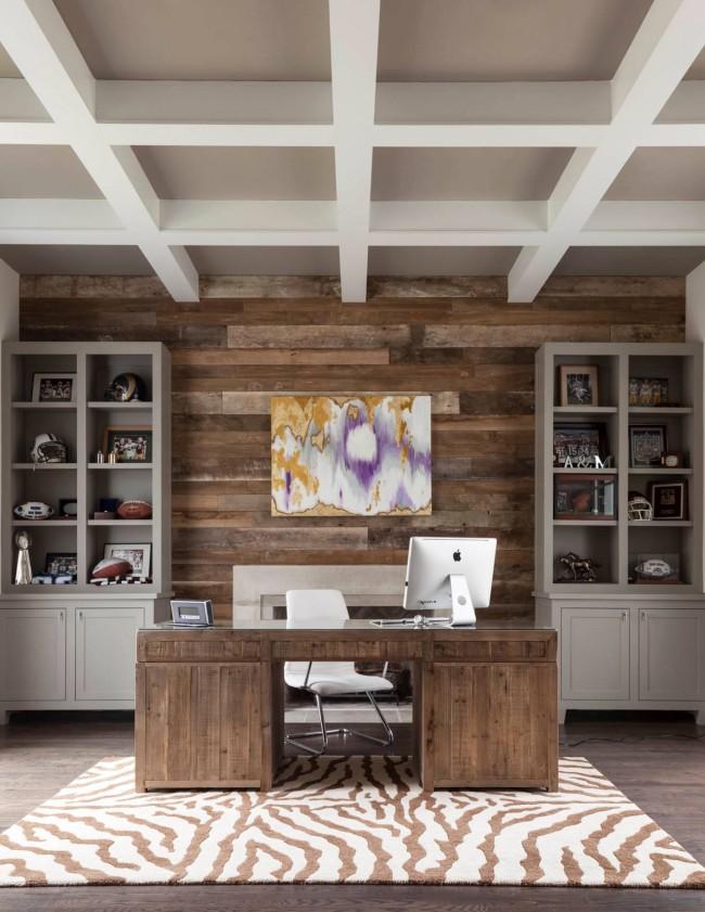 Строгий письменный стол с эффектом состаренной древесины