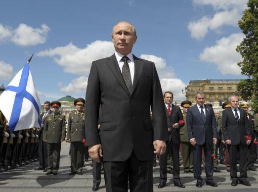 Почему Путин должен оставаться Президентом России? Объясните?