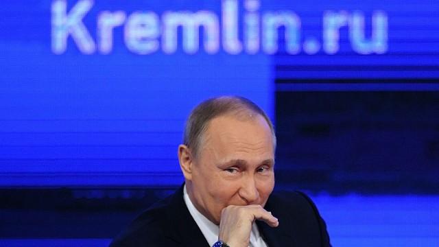 Наша демократия рушится - и Путин улыбается
