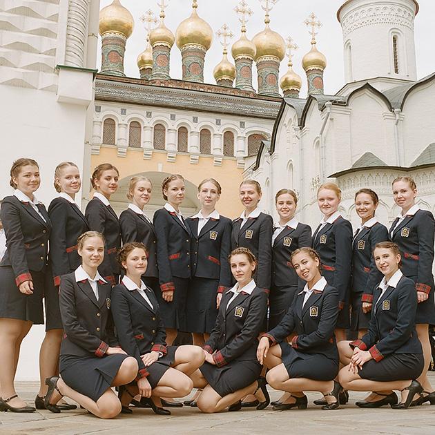 Выпускницы 11 курса на Соборной площади. В пансионе есть не только классы, но и курсы