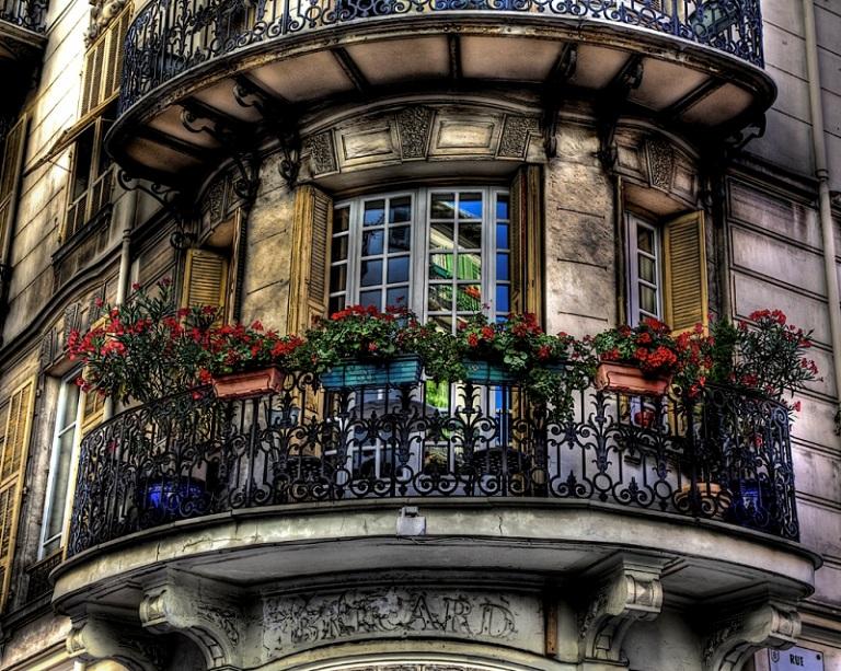 Французский балкон в совреме…