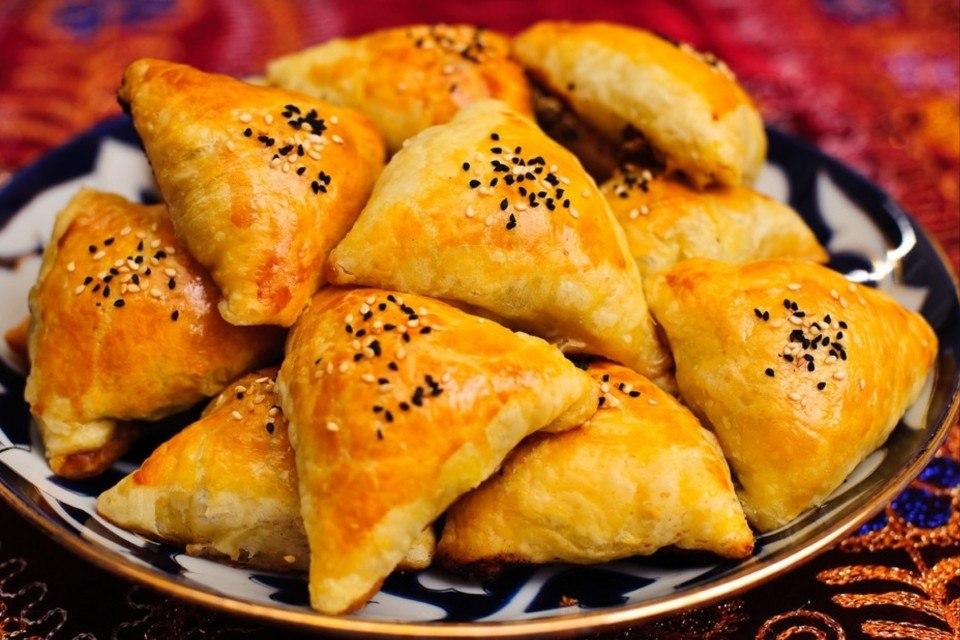 Самса узбекская слоеная. Панированные шашлычки из курицы