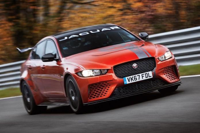 Самым быстрым седаном в мире стал Jaguar
