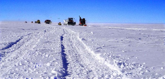 Самая заснеженная дорога в мире.