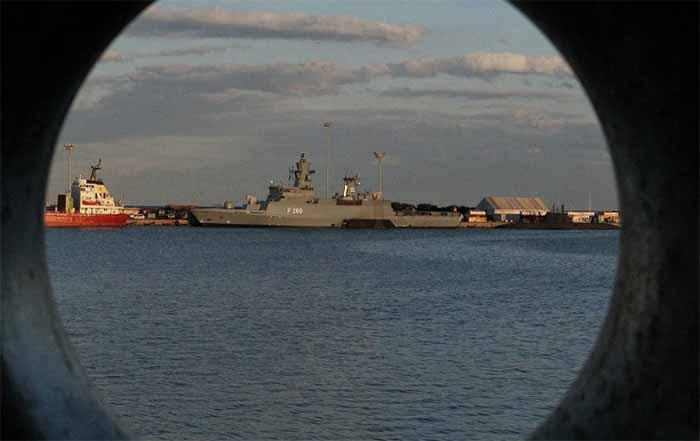 Sunday Times: британские эсминцы беззащитны перед российскими подлодками, а половина танков и самолетов никуда не годится.
