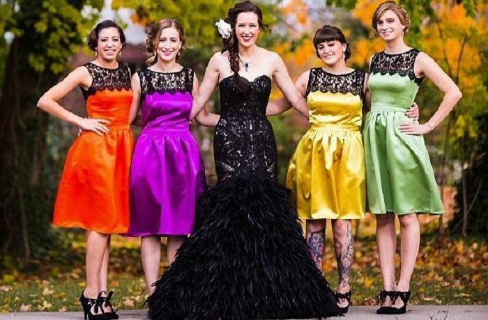 15 фотографий самых смелых невест, которые выбрали тёмные свадебные платья