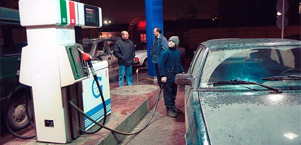 Reuters объяснил рост цен на бензин в России при дешевеющей нефти