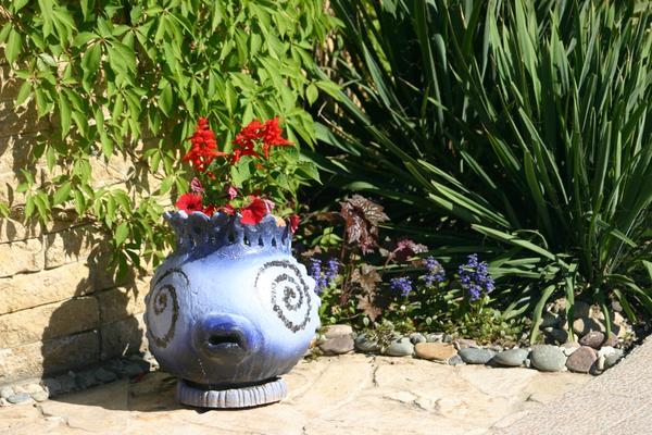 Голубая ваза с сальвией сверкающей