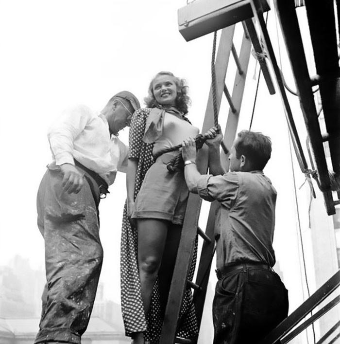 Художник готовится рисовать модель на биллборде, 1947 life, Стэнли Кубрик, звезды, знаменитости, режиссеры, фотограф, фотографии, юность гения