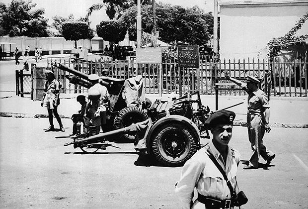 Египетские военные в пригороде Каира, 23 июля 1952 года