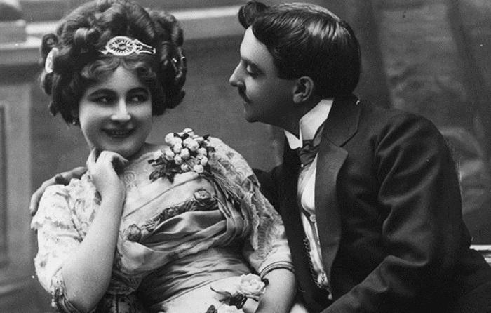 Как вести себя на первом свидании: странные советы для девушек, актуальные более века назад