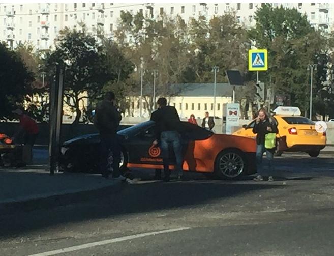 В Москве разбили каршеринговый Ferrari