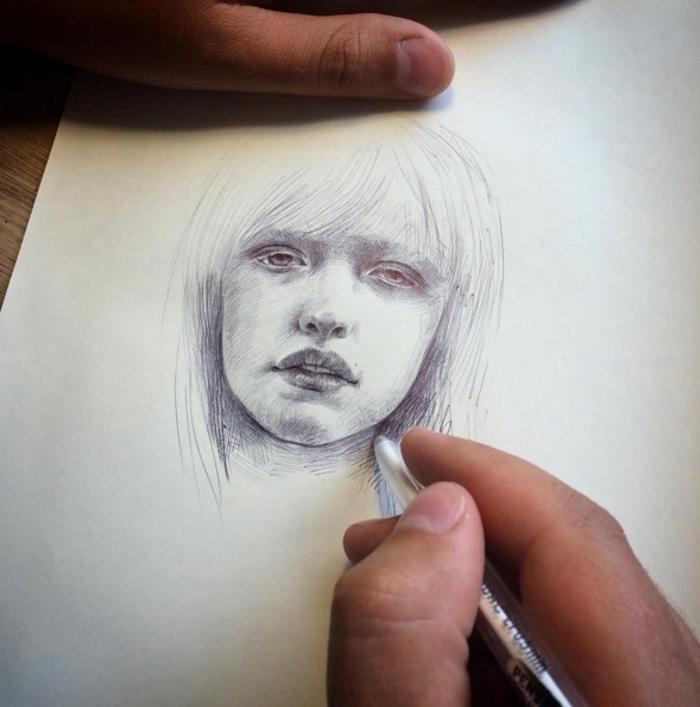 Кажется, что это просто лицо девушки. Но стоит приглядеться повнимательнее…