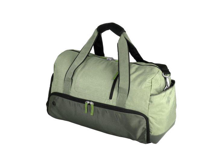 Увидел в подъезде большую подозрительную сумку и не на шутку струхнул…