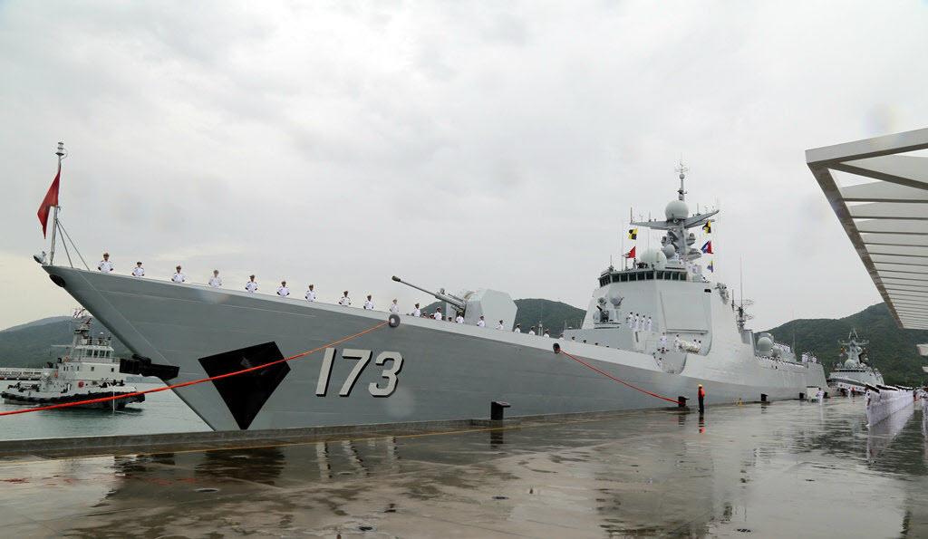 Как сообщается, китайский эсминец проекта 052D потерял ход в Индийском океане