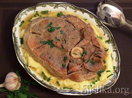 Очень вкусное, ароматное и презентабельное блюдо, мясо получается разварным, мягким.