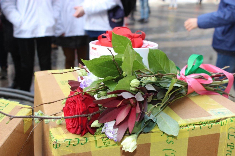 Петербургские активисты подарили женщинам цветы и поделились планами на будущее