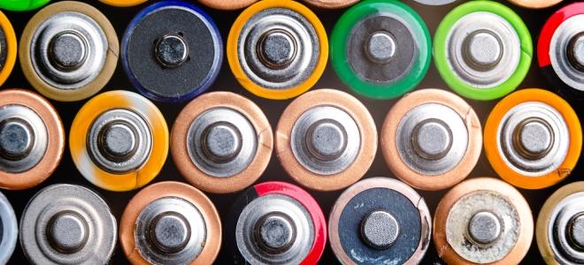 Как зарядить обычные пальчиковые батарейки дома?