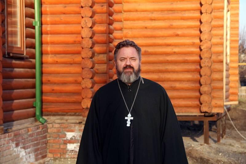 Герои нашего времени. Отец Андрей Мнацаганов