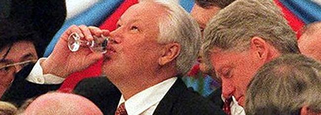 Писатель обнаружил поразительное сходство Порошенко с пьяницей Ельциным
