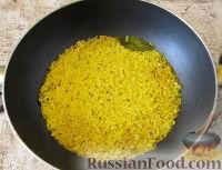 Фото приготовления рецепта: Пряный рис с изюмом и миндалем - шаг №9