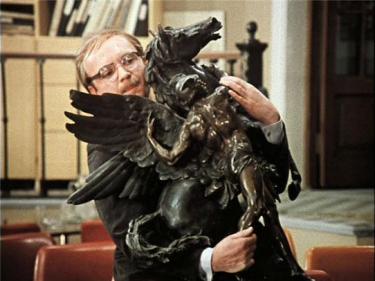 9. Бронзовый конь , которого тащит Новосельцев , имеет даже собственную фильмографию. СССР, актеры, кино, служебный роман