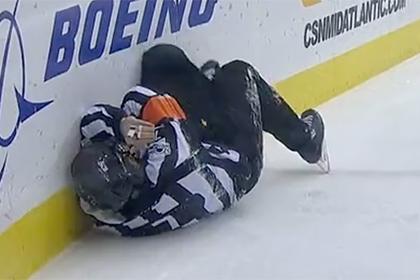 Шайба попала в лицо судье после броска Овечкина в матче НХЛ