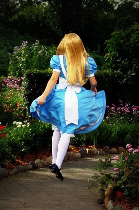 """11. """"Алиса в стране чудес"""" была запрещена в Китае из-за говорящих животных интересное, китай, мир, неожиданно, познавательно, страна, факты, фото"""