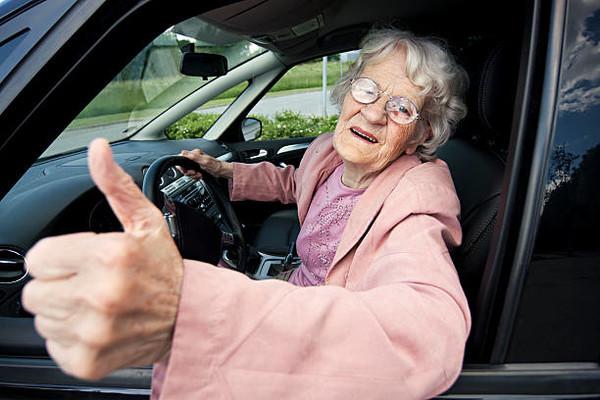 Бабушка очень быстро ехала на Porsche, чтобы уснуть