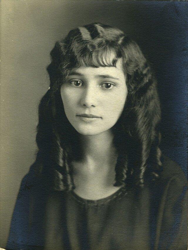 Юные леди 100 лет назад