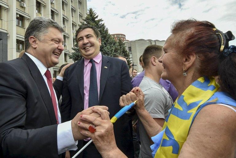 Ukrainian President Petro Poroshenko (left) and new Odesa Governor Mikheil Saakashvili