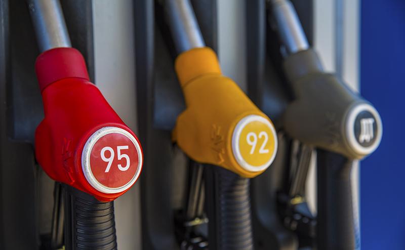 92-й бензин вместо 95-го: каким машинам он подойдет