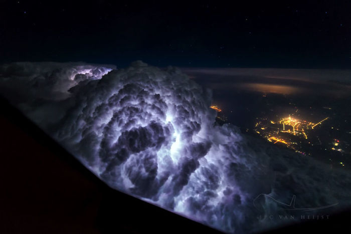 747 Pilot Captures Breathtaking Pictures of Storms and Skies