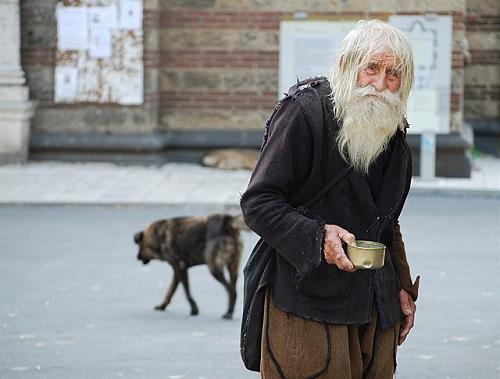 Приглянись к этому старенькому попрошайке... Ты никогда не забудешь, ЧТО он делает!