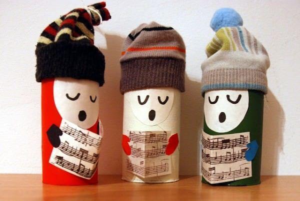 Фигурки из втулок от туалетной бумаги. Фото с сайта http://www.recyclart.org