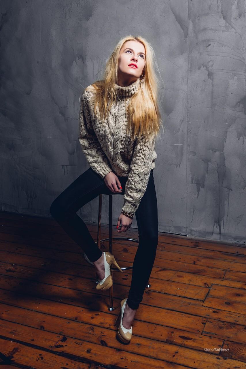 Как сделать базовый свитер более нарядным?