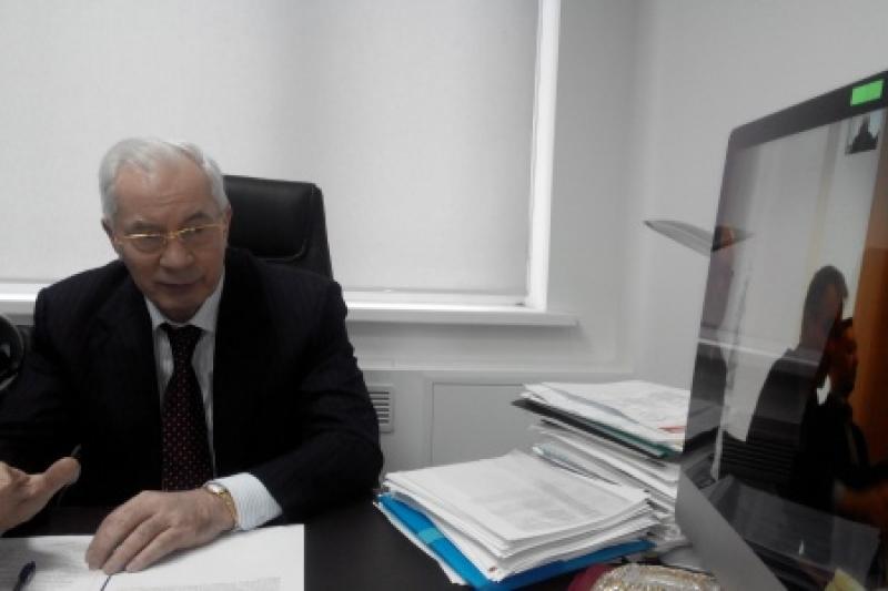 Николай Азаров: «Фрау Меркель, почему вас так беспокоила больная спина Тимошенко, но не беспокоит гибель детей на Донбассе?»