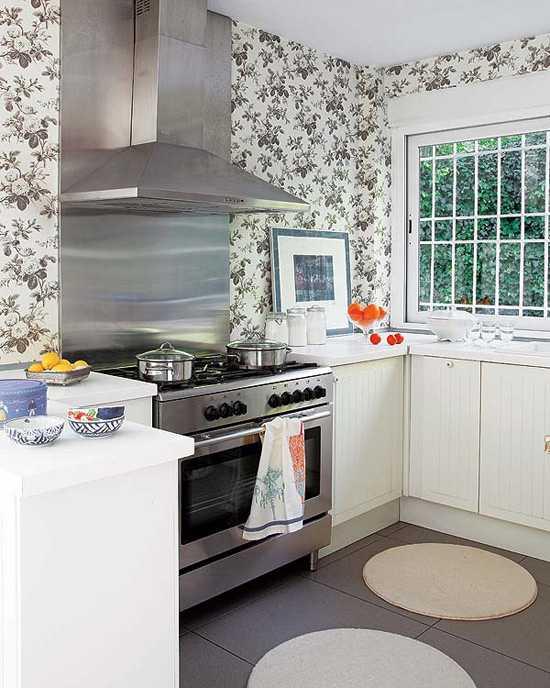 2 этажа, гостиная, прекрасная веранда и сад — чем не эталон для загородного  дома?