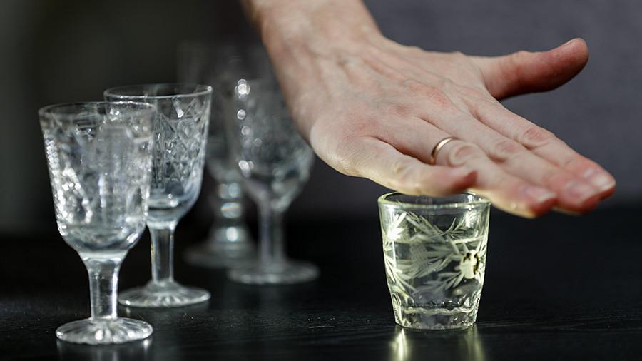 """""""Сложно диагностировать"""": Россияне стали реже умирать от алкоголя"""