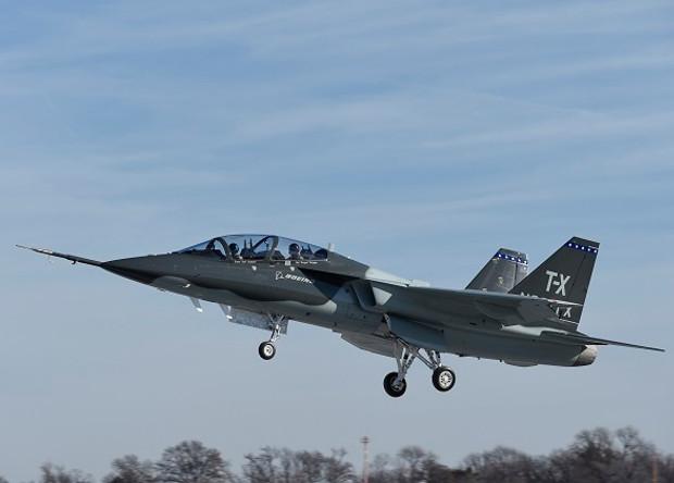 Новый американский учебный самолет совершил первый полет