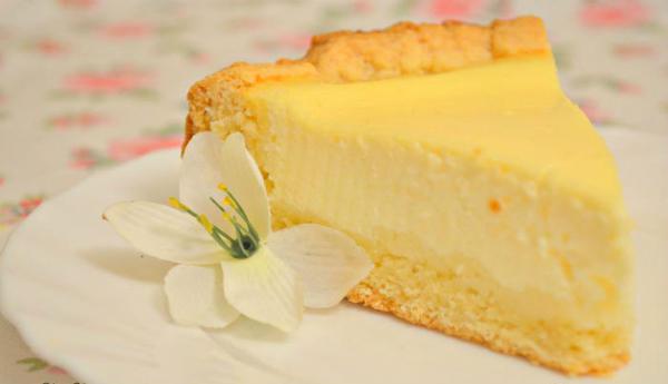 Самый вкусный пирог в мире — банка сметаны, пара яиц и минимум усилий! Пальчики оближешь!