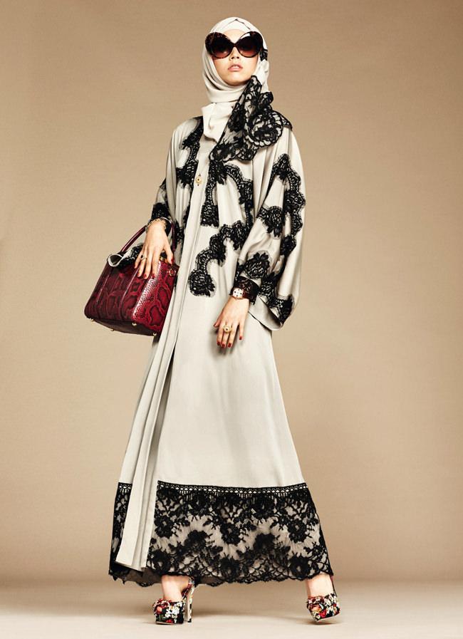 «Мечтательность среди пустынных дюн...»: коллекция одежды для мусульманок от Dolce & Gabbanа