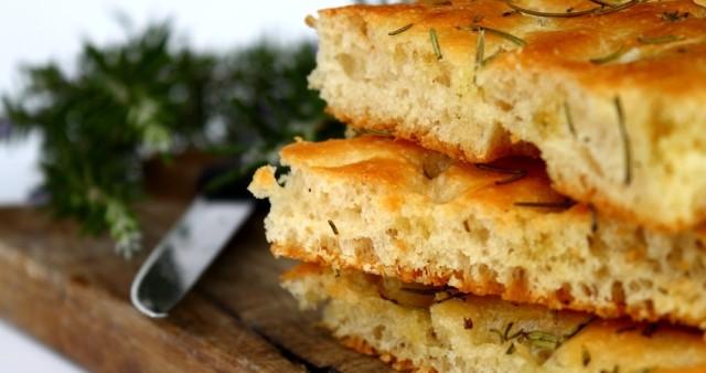 ФОКАЧА или итальянский хлеб.