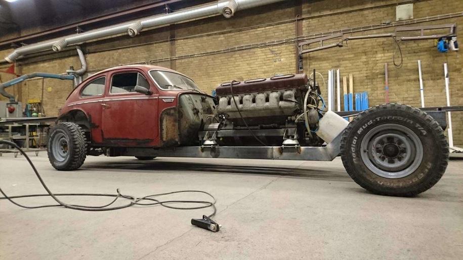 В старую Вольво засунули 40-литровый двигатель от танка