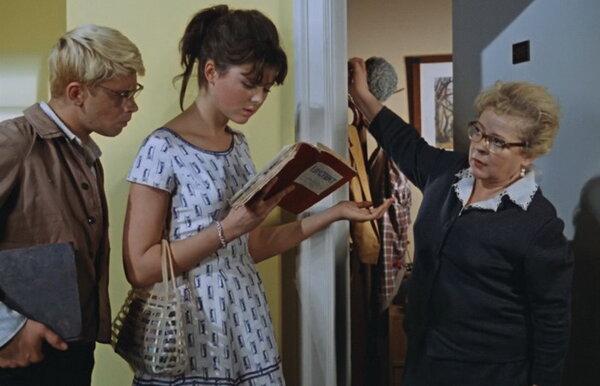 В СССР действовало правило, согласно которому двери открывались в квартиру, а не наружу.