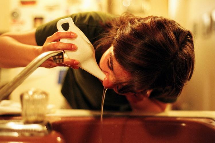 Промывания носа и носоглотки при помощи морской соли