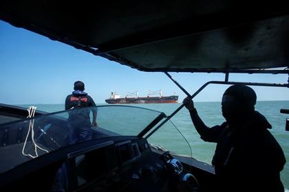 В Малайзии нашли затонувшее судно и выживших туристов